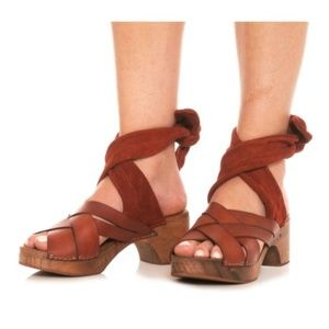New in box Free People Emmy Clog